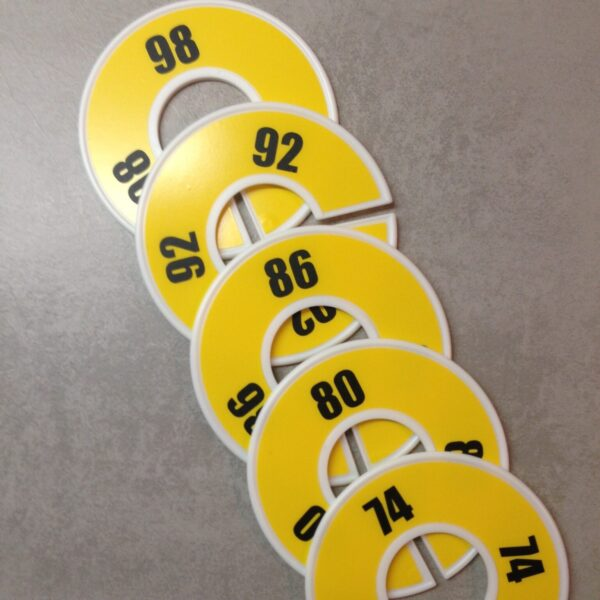 maatringen-labels-kind-baby-kleding-geel-zwart-genderneutraal-unisex-kast-babett.jpg